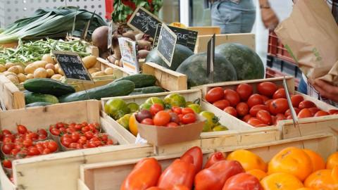 De wekelijkse markt in het 't Lelycentre