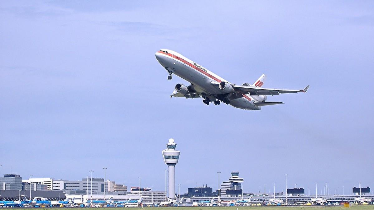 Van Nieuwenhuizen verplicht gebruik schonere brandstof luchtvaart