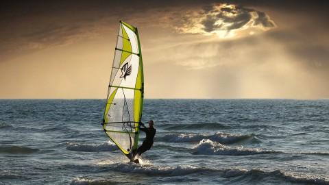 Badloe begint EK windsurfen met overwinning