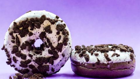 Zin in een donut en koffie? Dan ben je bij Bakker Bart Lelystad bij het juiste adres!
