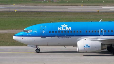 Personeel KLM bij Aviodrome aan de slag