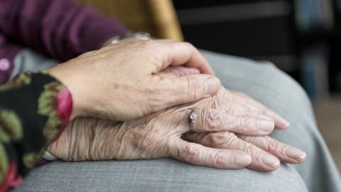 Telefoon 96-jarige staat roodgloeiend na verhaal over eenzaamheid